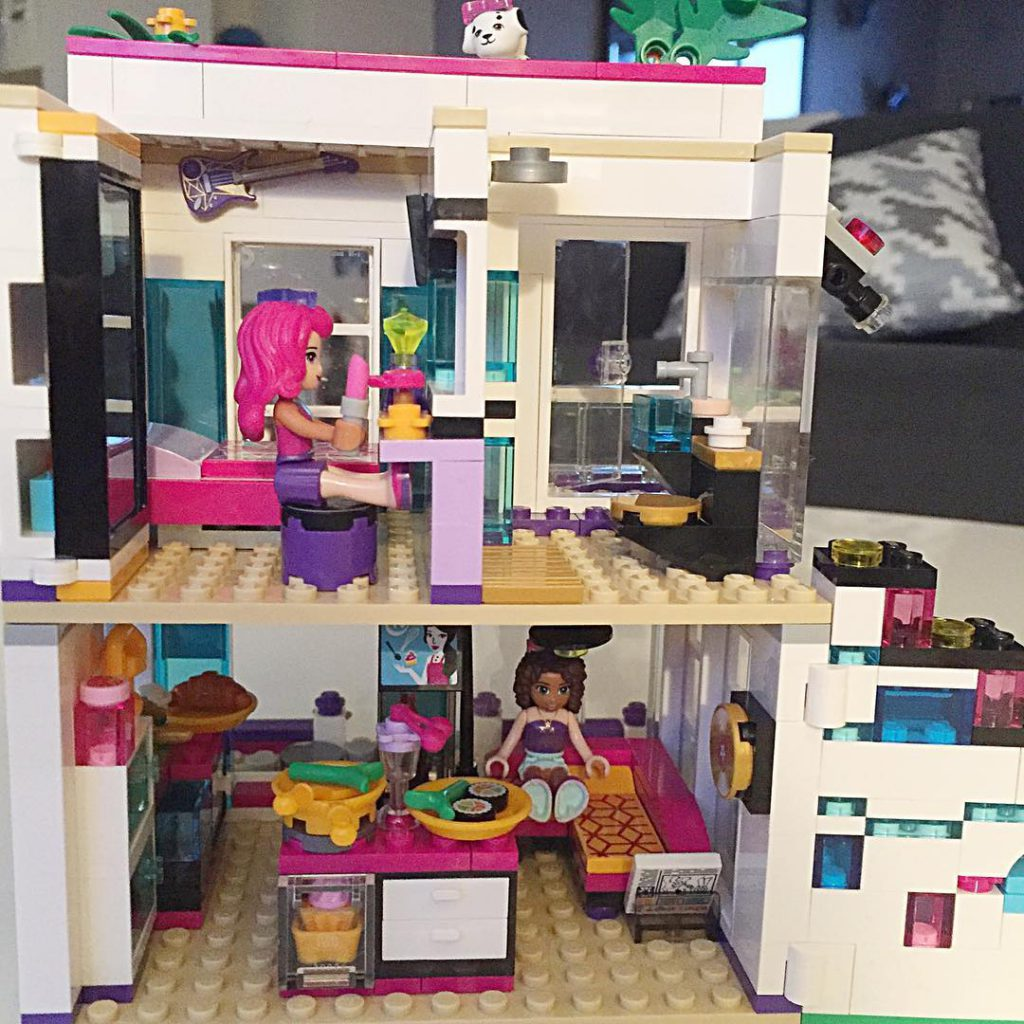 How adorable is this Lego set!! My daughter and Ihellip
