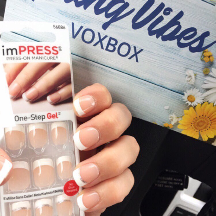 Did this press on mini manicure in my car whilehellip